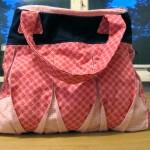 Een leuke tas waarbij je zelf de kleuren, hoeveelheid zakjes en ritsen kan bepalen.