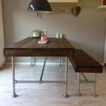 Het bijpassende bankje met tafel maakt het een mooi compleet geheel