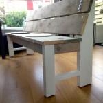 De combinatie van wit hout met steigerhout geeft het een natuurlijke, rustige en stoere look.